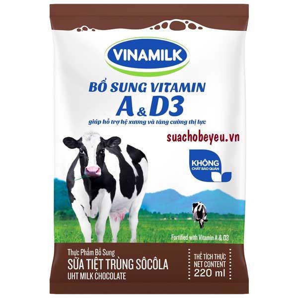 Sữa tiệt trùng Vinamilk hương socola bịch 220ml