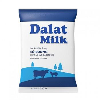 Thùng Sữa Tươi Tiệt Trùng Dalatmilk Có Đường, Bịch 220ml