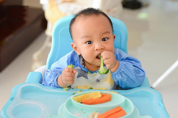 thùng sữa Nuti IQ gold 2, trẻ 6-12 tháng. hộp 900g