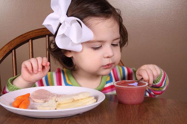 thùng sữa optimum gold HMO số 4 lon 900g cho trẻ 2-6 tuổi