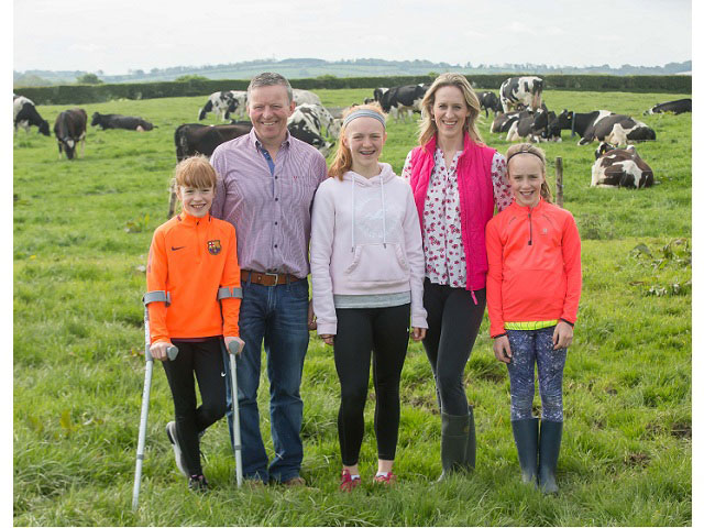 Thùng Sữa tươi nguyên kem Avonmore Ireland hộp 1L