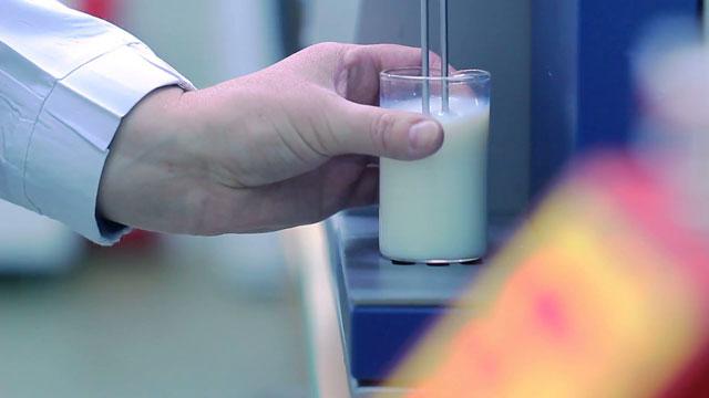 sữa tươi tiệt trùng tách béo có đường vinamilk